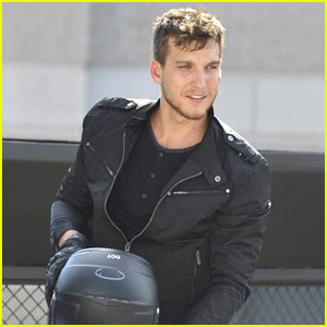 Scott Michael Foster Zooms Into 'Chasing Life' Tonight - Literally