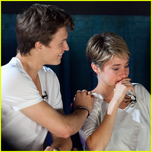 Shailene Woodley Sheds a Tear at 'Fault in Our Stars' Atlanta Premiere