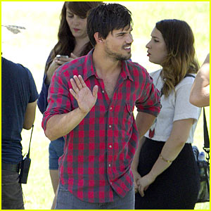Cutie Taylor Lautner Spotted on 'Run The Tide' Set Again!
