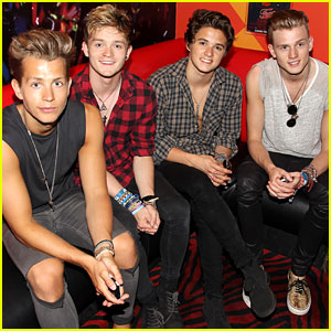 The Vamps Play Planet Hollywood After Arriving in the Big Apple!
