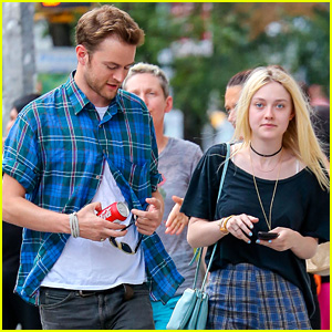 Dakota Fanning: It Was Great Working with Elizabeth Olsen in 'Very Good Girls'