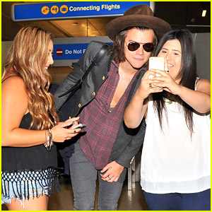 Harry Styles Makes Safe Landing & Takes Selfie With Fans at LAX