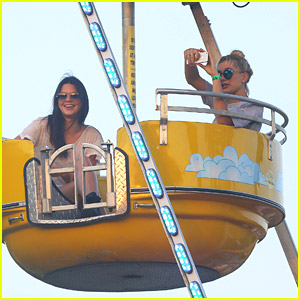 Kendall Jenner & Hailey Baldwin Have 'Romantic Date' on Ferris Wheel in The Hamptons