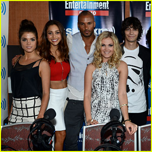 'The 100' Cast Takes Over Comic-Con 2014 - Are The Grounders Coming?
