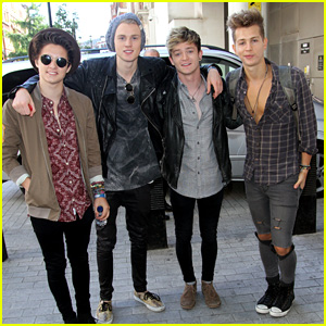 Which Member of The Vamps is on Tinder?!