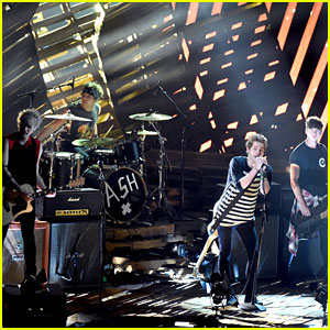 5 Seconds of Summer Gives Us Chills with Their MTV VMA 'Amnesia' Peformance - Watch Here!