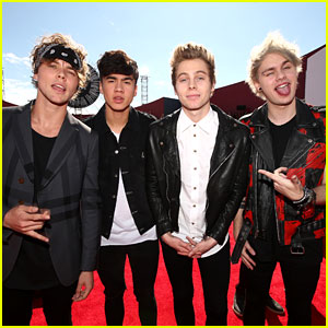 5 Seconds of Summer Makes Us Swoon at the MTV VMAs 2014!