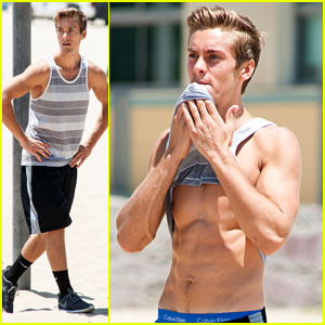 Austin North Flaunts His Six Pack During Santa Monica Beach Workout