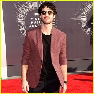 Darren Criss Looks Full of 'Glee' at the MTV VMAs 2014!