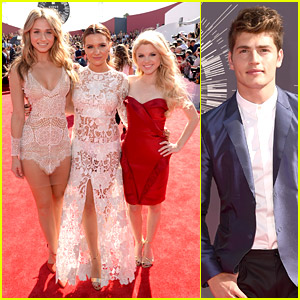 The 'Faking It' Cast Reunites at MTV VMAs 2014