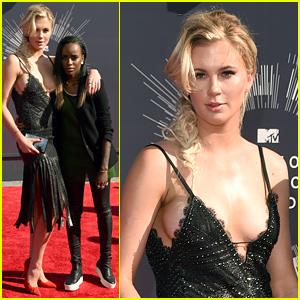 Ireland Baldwin & Girlfriend Angel Haze Keep Close on MTV VMAs Red Carpet 2014