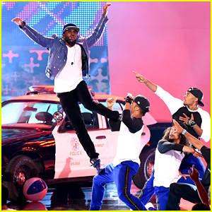 Jason Derulo Defies the Laws of Gravity with Teen Choice Awards Performance (Video)