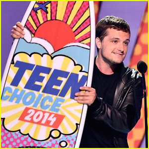 Josh Hutcherson Beat Out A Bunch of Superheroes For Choice Sci-Fi/Fantasy Actor at Teen Choice Awards 2014!