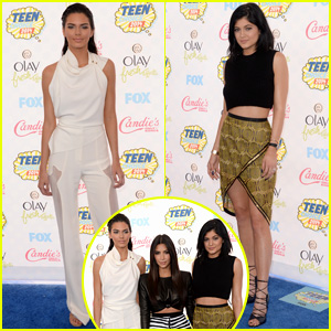Kendall & Kylie Jenner Pose with Sister Kim Kardashian at Teen Choice Awards 2014