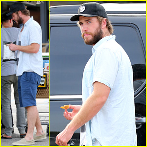 Liam Hemsworth Can't Wait to Get Home, Chows Down on Chips Outside Grocery Store