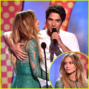 Tyler Posey Reunites With 'Maid in Manhattan' Mom Jennifer Lopez at Teen Choice Awards 2014! (Video & Pics)