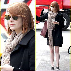 Emma Stone Grabs a Cab Solo in NYC!