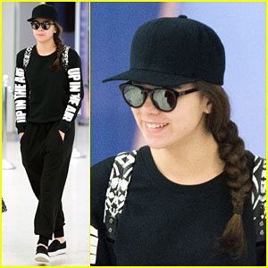 Hailee Steinfeld is 'Up in the Air'!