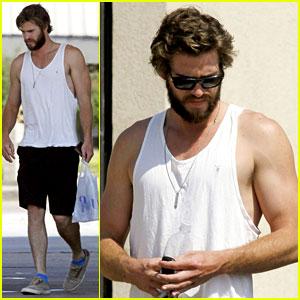 Liam Hemsworth's Muscles Look So Good in His Tank Top!