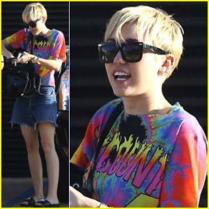Miley Cyrus Loves Her Magical Hillbilly Wizard of a Dad!