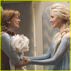 Frozen's Elsa & Anna Get Ready For A Trip To Storybrooke In New 'Once Upon A Time' Photos
