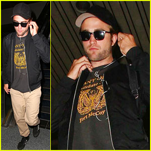 Robert Pattinson Lands in Los Angeles Amid New Dating Rumors