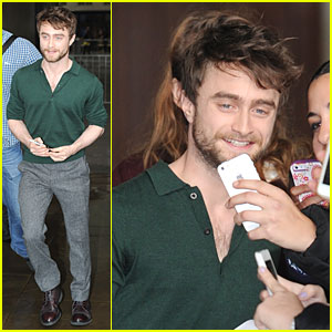 Daniel Radcliffe Says Doing Job He Adores Removes Layer of Stress From Life