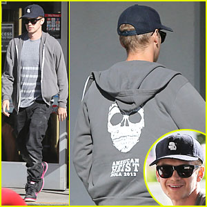 Hayden Christensen Promotes 'American Heist' at Gas Station