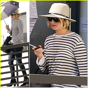 Jennifer Lawrence Hides From the Sun With Umbrella