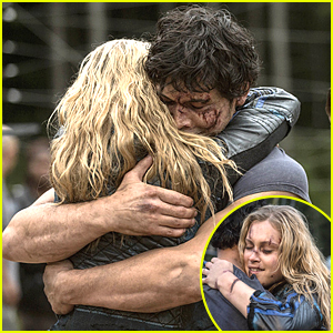 The 100 Bellamy And Clarke Hug