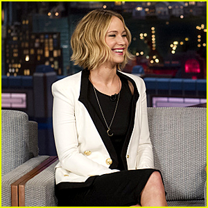 Jennifer Lawrence Shows Off Singing Voice with Christmas Song on 'Letterman'!