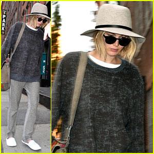 Jennifer Lawrence Arrives in NYC for 'Mockingjay' TV Promo!