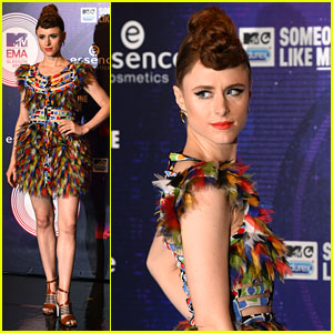 Kiesza Rocks Colorful Feathers at MTV EMAs 2014