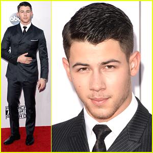 Nick Jonas Keeps It Suave At AMAs 2014