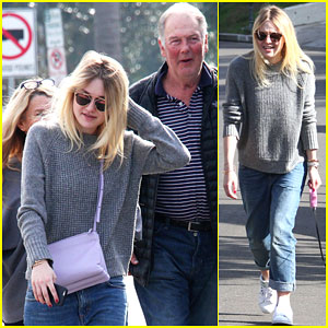 Dakota Fanning Hangs Out with Her Family After Leaving NYC!
