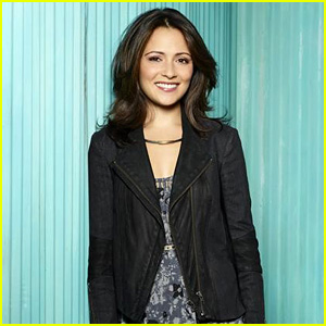 Italia Ricci on April Losing Her Hair & Leo's Big Decision in the 'Chasing Life' Christmas Special