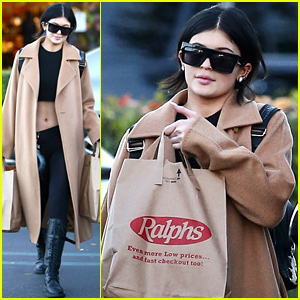 Kylie Jenner Shows Off Her Amazing Figure While Grocery Shopping
