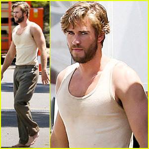 Liam Hemsworth Casually Walks Barefoot on 'The Dressmaker' Set