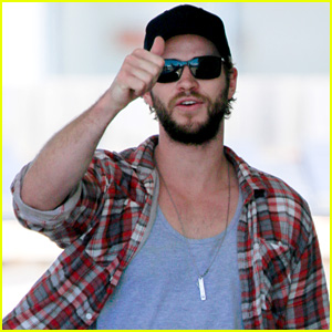 Liam Hemsworth Gives His Day Off a Thumbs Up!