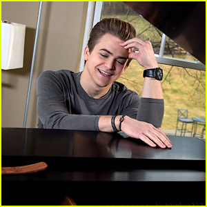 Hunter Hayes Wants You To Sing Him 'You Are My Sunshine'