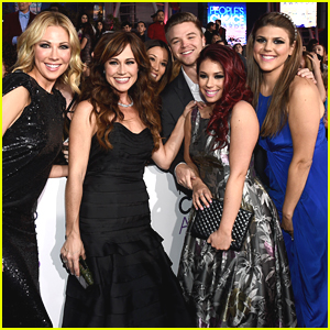 Jillian Rose Reed & Brett Davern Bring 'Awkward' To People's Choice Awards 2015