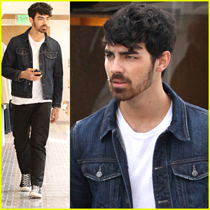 Joe Jonas' Pizza Earrings Pic Is The Best Thing On Instagram