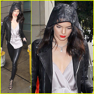 Kendall Jenner Enjoys Clippers Basketball Game with Sister Khloe Kardashian