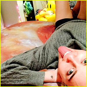 Miley Cyrus Now Has a Pizza Bed Spread!
