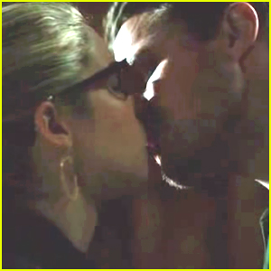 Watch Oliver & Felicity's Deleted Kiss Scene From 'Arrow' Before The Show Returns This Week!