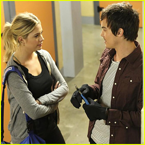 Hanna Enlists Caleb's Help on Tonight's All-New 'Pretty Little Liars'