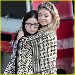 Sarah Hyland & Ariel Winter Bundle Up Under Blanket for 'Modern Family' Filming