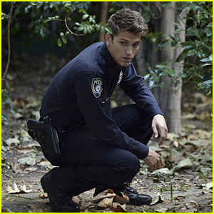 Toby Makes One Sexy Cop on Tonight's All-New 'Pretty Little Liars'!