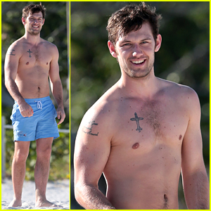 Alex Pettyfer Spent Valentine's Day Shirtless in Miami!