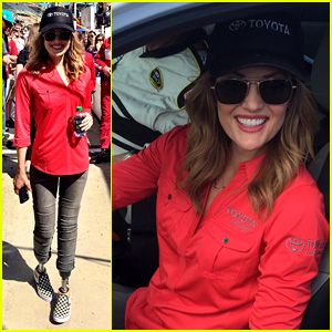 Amy Purdy Has a Blast at Daytona 500